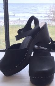 Sandaler i svart nubuck